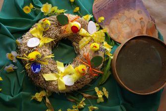 Velikonoční věnec s kuřátky